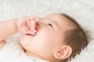 乳口炎の原因にもなる?遊び飲みをする生後3ヶ月のだいちゃん。